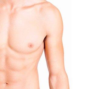 Peitoral masculino definido representando tratamento de ginecomastia