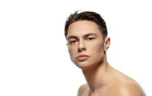 Prótese de mento ou harmonização facial: qual a melhor opção para aumentar o queixo?
